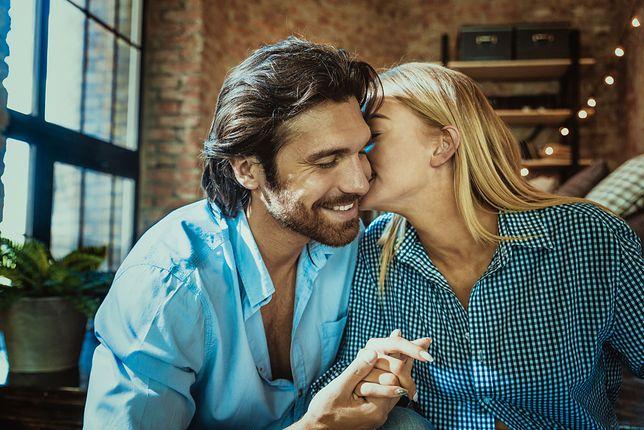 Dzisiejsi 30- i 40-latkowie z trudem budują stabilne związki. Z naszymi gośćmi zastanawiamy się, czy to Tinder skazuje ludzi na samotność