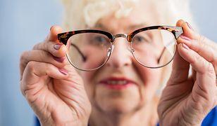 Sąsiadka w podeszłym wieku uprzykrza czytelniczce życie.