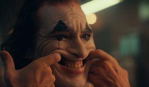 """USA. Wojsko ostrzega obsługę kin przed możliwymi aktami przemocy na seansach filmu """"Joker""""."""