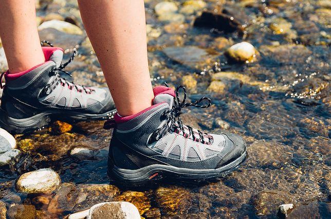 Buty trekkingowe muszą mieć solidną podeszwę.