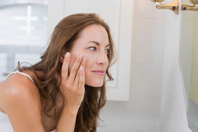 30 lat to wiek, kiedy zwracamy uwagę na pielęgnację skóry okolic oczu
