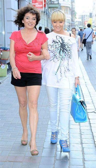 Katarzyna Grochola: Pisarka ma ładniejsze nogi od córki?