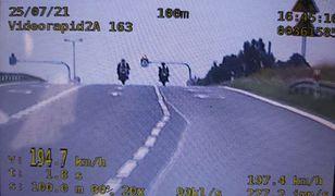 Dwóch 26-latków jechało 194 km/h. Po mandatach jeden już nie mógł wsiąść na motocykl