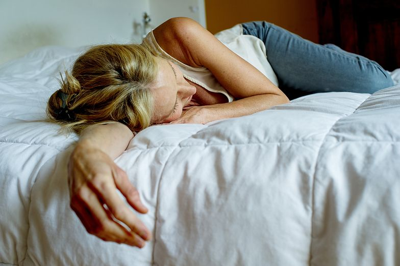 Nigdy nie śpij na prawym boku. Może to mieć ogromne konsekwencje