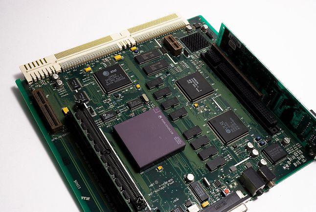 Płyta główna Macintosh LC 630 z Motorolą 68040
