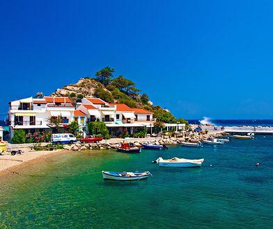 Krajobraz wyspy Samos w Grecji to sporo zieleni i piękne plaże