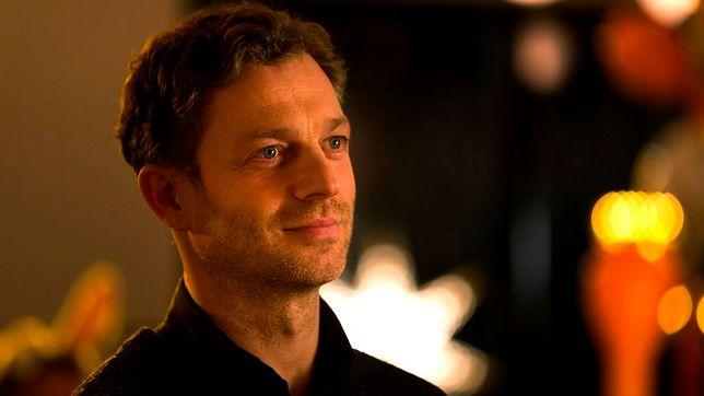 Grzegorz Damięcki jest synem aktora Damiana Damięckiego i reżyserki Barbary Borys-Damięckiej