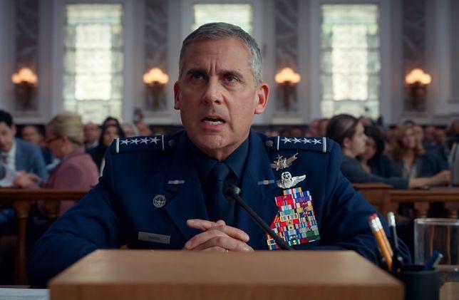 """Steve Carell w serialu """"Siły Kosmiczne"""" (2020)"""