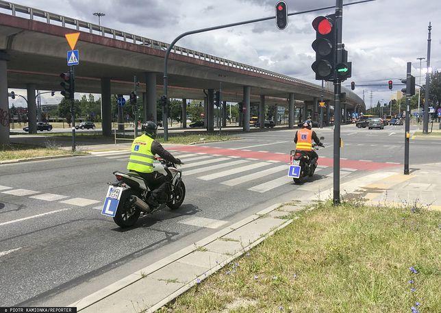 Jakie uprawnienia daje prawo jazdy A1 i czym można jeździć?