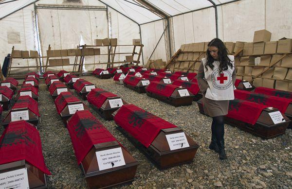 Trumny ze szczątkami albańskich ofiar