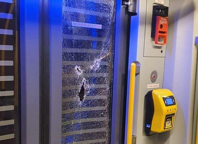 Śląskie. Pijana 21-letnia kobieta w Katowicach uszkodziła dwie szyby w tramwaju.