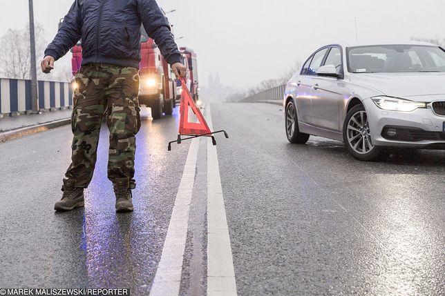 Groźnie na drogach. Wichura to nie wszystko