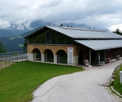W miejsce dawnej rezydencji Hitlera powstało 18 lat temu muzeum Dokumentation Obersalzberg.