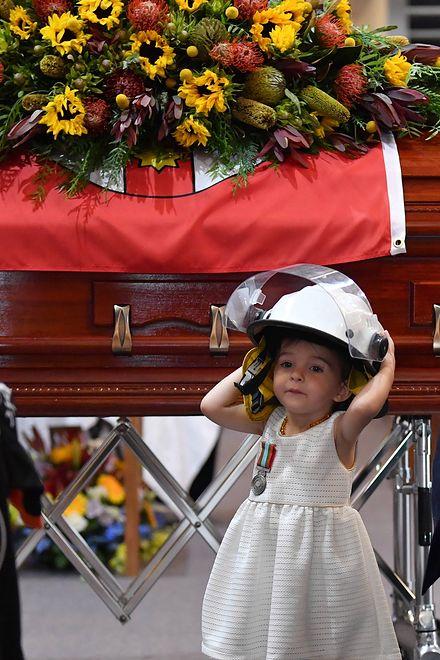 Australia. 2-letnia Charlotte O'Dwyer na pogrzebie ojca