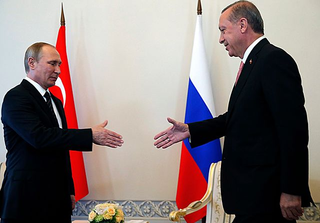 """""""Mój przyjaciel, Władimir"""". Putin zaciera ręce"""