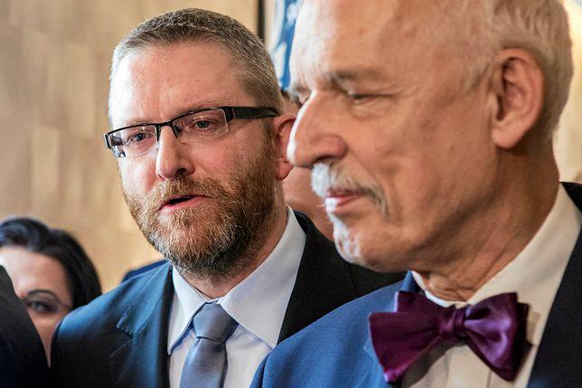Janusz Korwin-Mikke i Grzegorz Braun na konwencji wyborczej Konfederacji