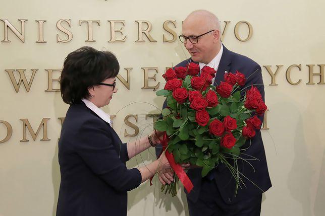 Joachim Brudziński przekazał we wtorek resort swojej następczyni Elżbiecie Witek