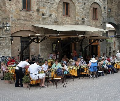 Burza wokół napisu o wyłącznie włoskim personelu w restauracji