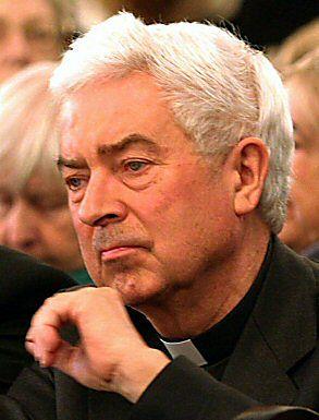 Ks. Czajkowski donosił na Kuronia i Popiełuszkę - twierdzi historyk IPN
