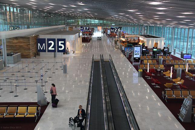 Bezdomny wyniósł z lotniska 300 tys. euro. Część pieniędzy rozdał, a resztę mu ukradli