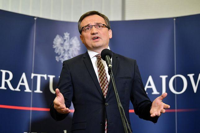 """""""Afera KNF"""": Minister sprawiedliwości Zbigniew Ziobro podczas konferencji prasowej w Prokuraturze Krajowej w Warszawie"""