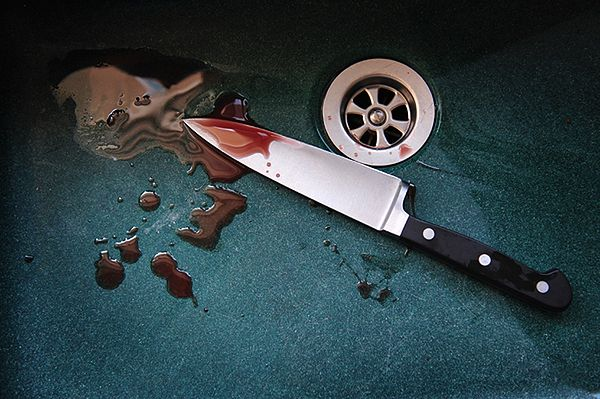Rodzinna tragedia w Legnicy. Zmarł mężczyzna ugodzony nożem przez syna