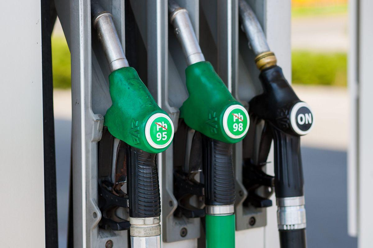 Nowe oznaczenia na stacjach paliw. Zmiany od października