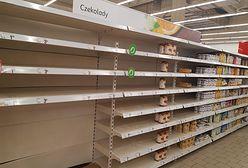 Koronawirus. Polacy wykupują środki dezynfekcyjne, ale puste półki w marketach to ciągle rzadkość