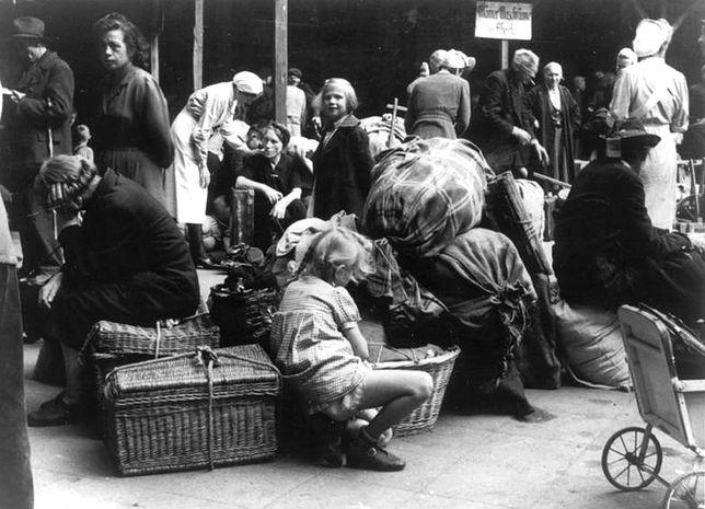 Niemcy przesiedleni z Pomorza i Prus Wschodnich w Berlinie, rok 1945
