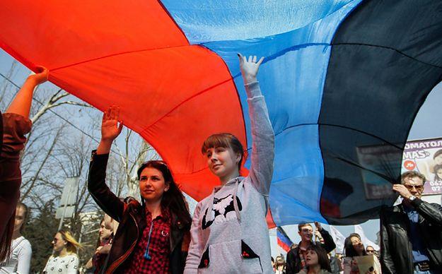 10 tys. ludzi uczciło rocznicę rewolty w Doniecku