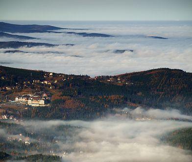 Jesień w Karkonoszach to gra mgły i kolorów lasu