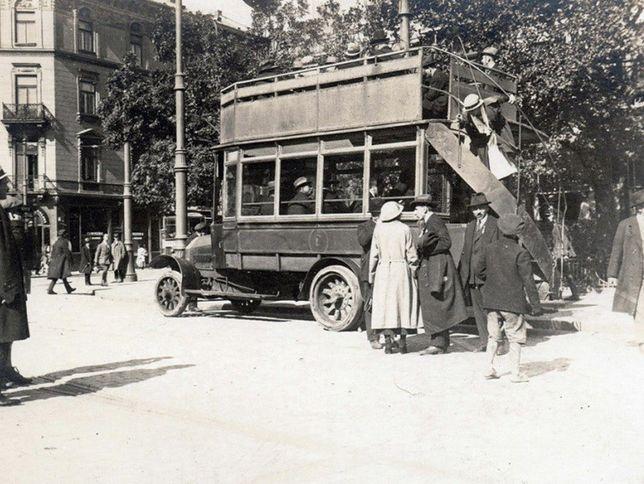 95 lat temu na ulice stolicy wyjechał pierwszy autobus
