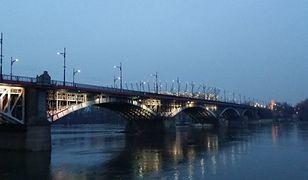 Tragedia przy Kruczkowskiego. Kobieta prawdopodobnie spadła z Mostu Poniatowskiego