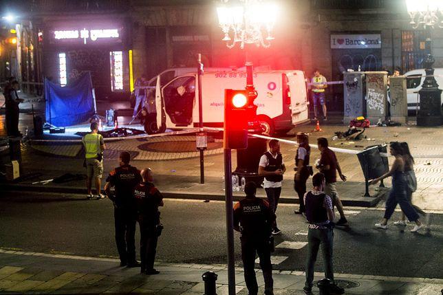Pojazd, który wykorzystano do przeprowadzenia zamachu w Barcelonie.