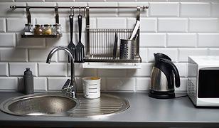 Co położyć na ścianę w kuchni między szafkami?