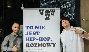 """Jacek Baliński i Bartek Strowski na premierze swojej książki """"To nie jest hip-hop. Rozmowy""""."""