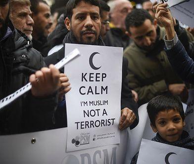 Demonstracja muzułmanów w Mediolanie, po atakach w Paryżu, 21 listopada 2015 r.