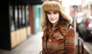 Płaszcz w kratkę w stylu vintage jest znów modny