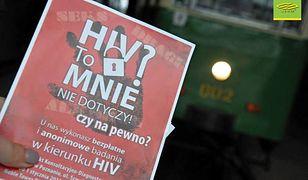 W jednym z tramwajów rozdawano ulotki z informacjami nt. wirusa HIV.