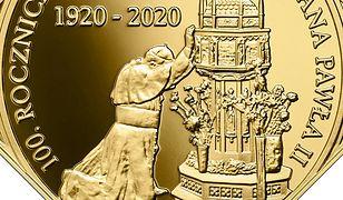 Jan Paweł II pojawił się na trzech monetach kolekcjonerskich NBP. Wyemitowano je z okazji 100. rocznicy urodzin Ojca Świętego