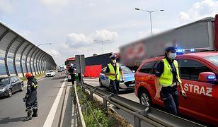 S8. Tragiczny wypadek na Trasie Toruńskiej. Samochód osobowy został zmiażdżony przez tiry
