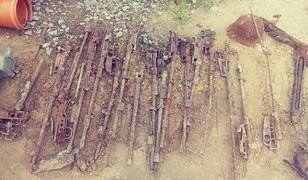 Niezwykłe znalezisko podczas przyłączania kanalizacji. Broń i szkielety