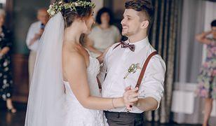 """""""Drogi prezent ślubny nie jest naszym obowiązkiem, ale dobrą wolą"""" - mówi ekspert od savoir-vivre'u."""