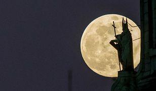 Superpełnia. Kiedy zobaczymy różowy Księżyc?