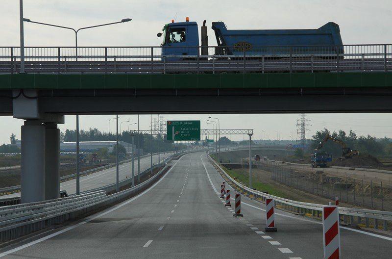 Warszawa. Węzeł Opacz. Doszło tu do wypadku, który był powodem ogromnego korka w sobotę po godzinie 15