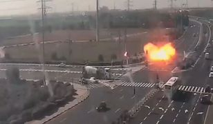 Jedna z rakiet wystrzelonych w stronę Izraela spadła na autostradę