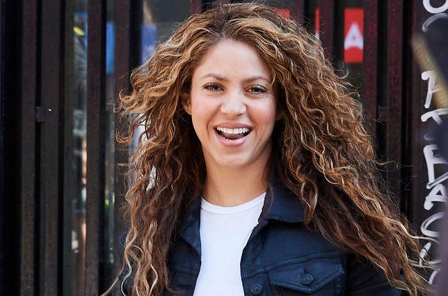 Shakira  związana jest z piłkarzem Gerardem Pique