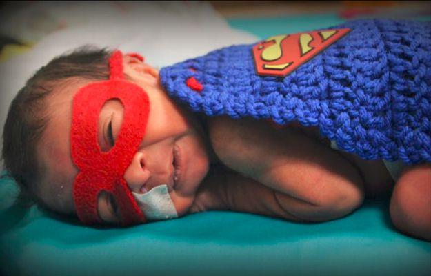 Piękny gest szpitalnego personelu. Pielęgniarki, by dodać rodzicom otuchy, przebrały noworodki z oddziału intensywnej terapii w kostiumy superbohaterów