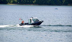 Łódzkie. Wędkarz wyskoczył z łódki podczas zawodów. Trwają poszukiwania