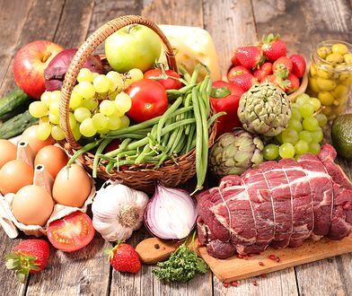 Zdrowa żywność dostarcza organizmowi niezbędnych składników odżywczych.